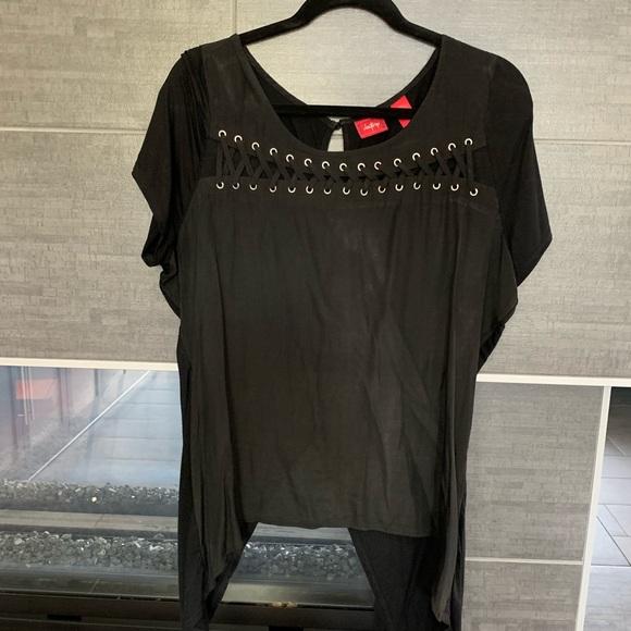 BKE Tops - Black detailed blouse